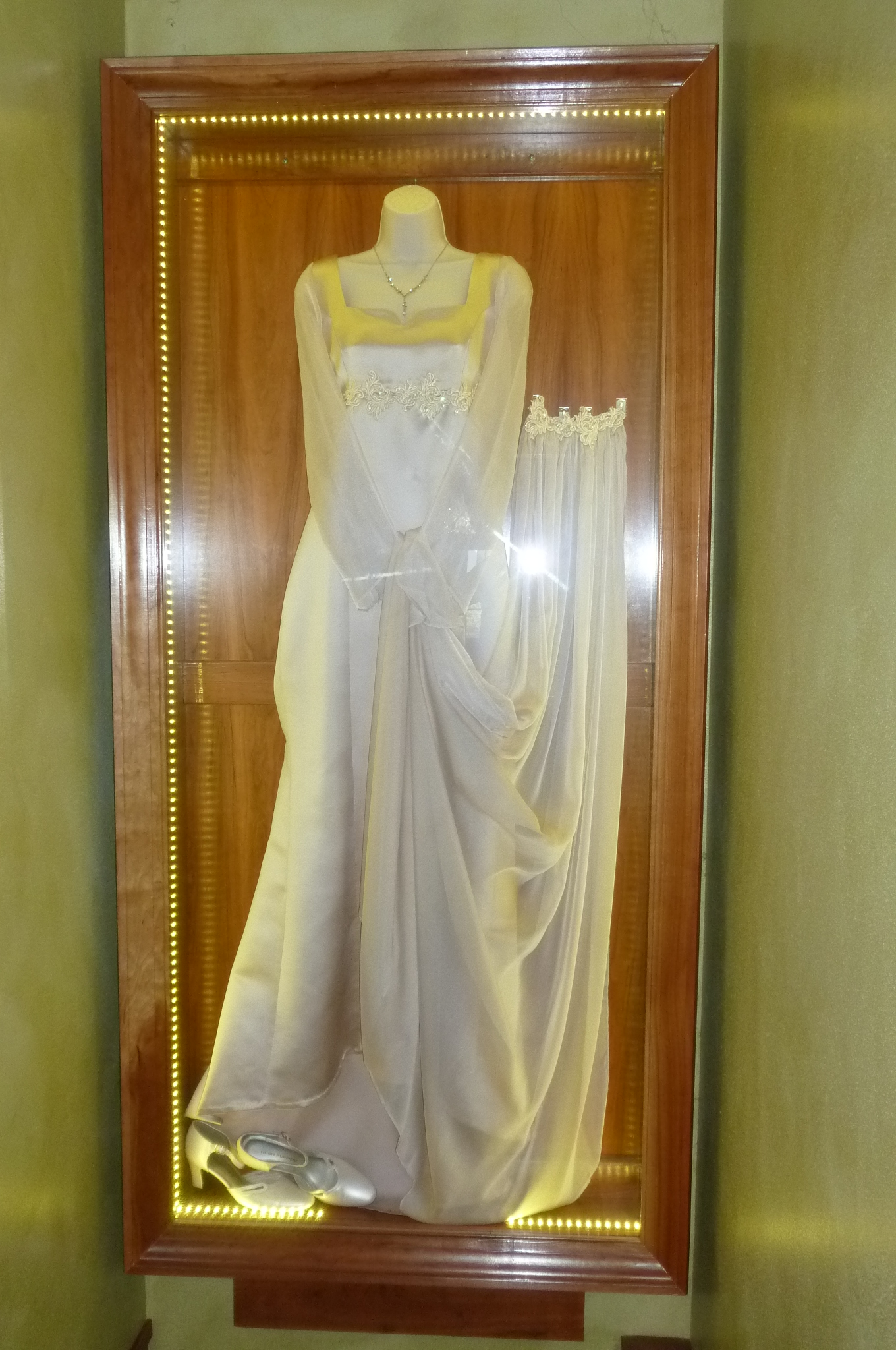 Odds ends gallery abc design concepts llc interior for Wedding dress shadow box